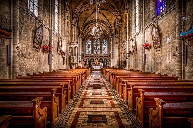 Diferencia entre la Religión Católica y Cristiana