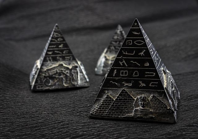 Diferencia entre Prismas y Pirámides
